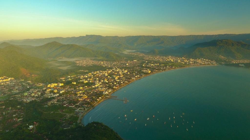 Praia do Itaguá é um dos 5 lugares que você não pode deixar de conhecer em Ubatuba.