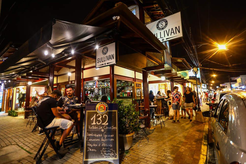 O Sullivan Bar está na lista: O que fazer em Ubatuba à noite: 10 lugares imperdíveis!