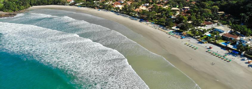Praia do Tenório, no paraíso do surfe, em Ubatuba.